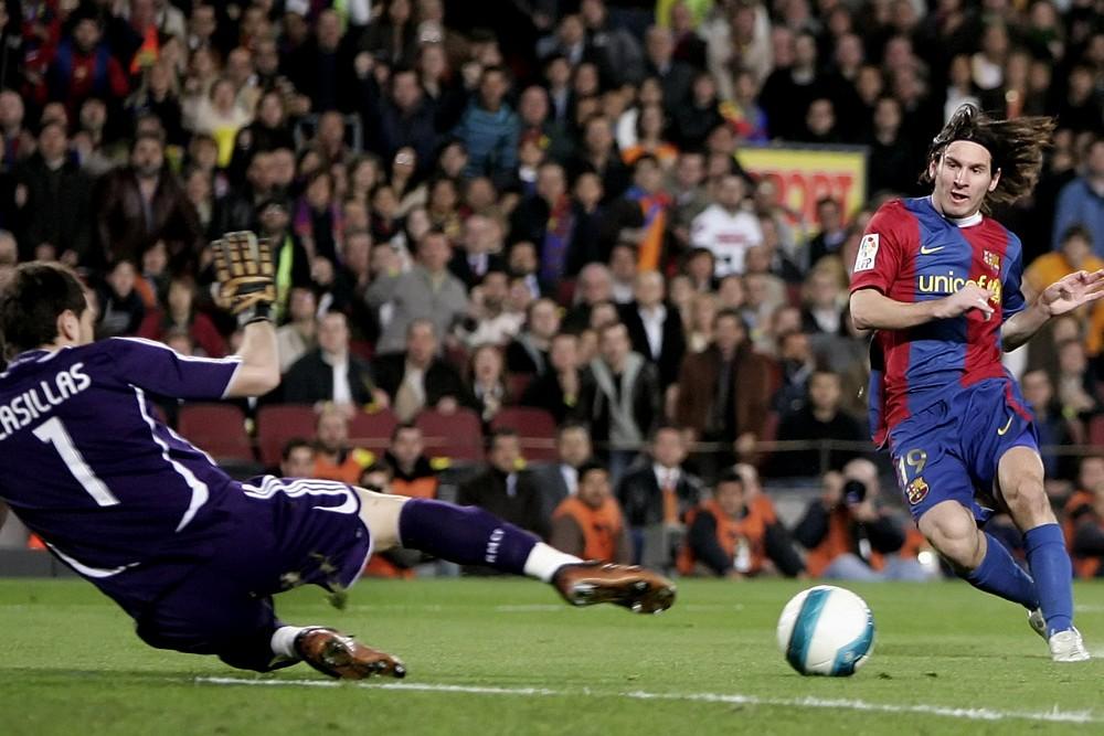 fc barcelona - real madrid , nou camp stadion ,  barcelona, voetbal , seizoen 2006/ 2007 ,  10-03-2007 ,  , spanje , messi met zijn 2e doelpunt